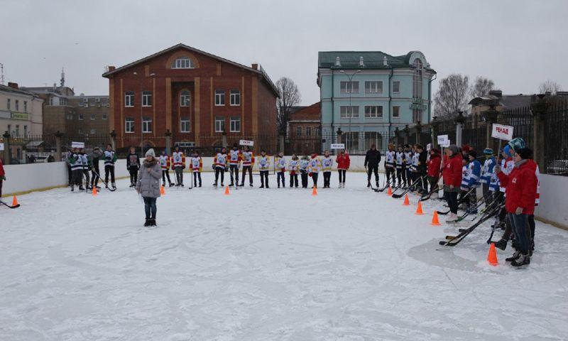 В Рыбинске на отремонтированном стадионе стартовал хоккейный турнир «Золотая шайба»