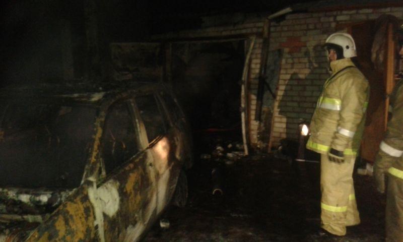 В Ярославской области сгорели два внедорожника