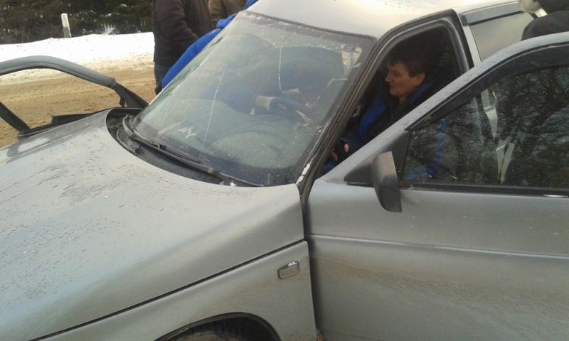 В ДТП в Ярославской области погибла женщина, мужчина и двое детей – в больнице