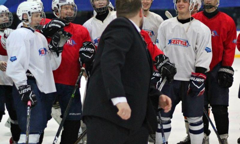 В Ярославской области хоккеисты прямо на льду отметили свадьбу начальника
