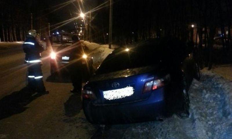 На окружной дороге в Ярославле столкнулись «Ниссан» и «Калина»: есть пострадавшие