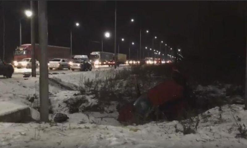 Крупная авария парализовала движение на окружной дороге в Ярославле: есть пострадавший