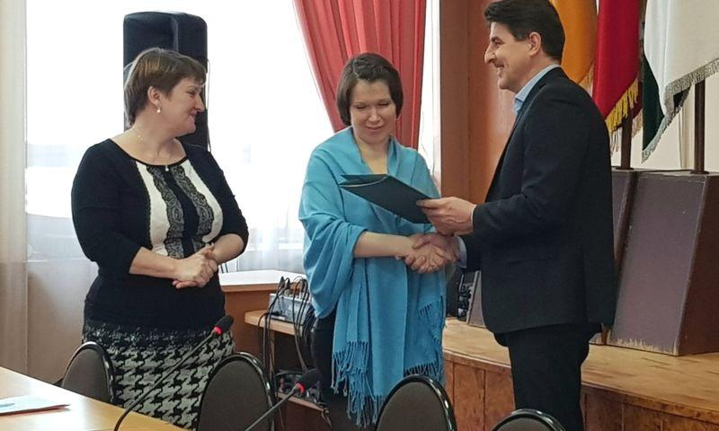 Пять многодетных семей бесплатно получили земельные участки в Ярославском муниципальном районе