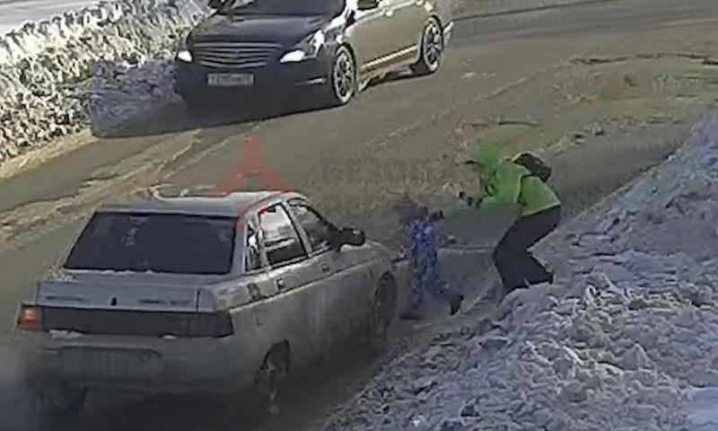 В Ярославле «десятка» сбила двухлетнего малыша: в сети появилось видео ДТП