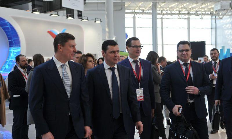 Дмитрий Миронов: «На форуме в Сочи подписано 9 стратегически важных для региона соглашений, проведено более 10 встреч с инвесторами»