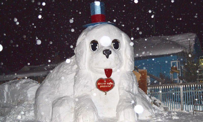 В Ярославле появилась пятиметровая собака из снега