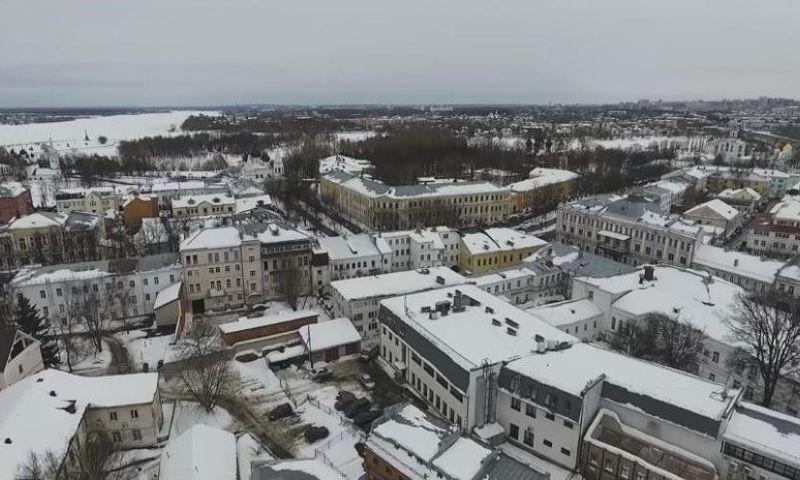 Власти Ярославля для борьбы со снегом на крышах используют квадрокоптеры: видео