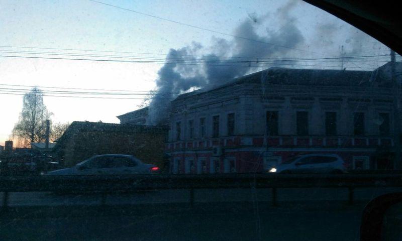 В Ярославле горел продуктовый магазин: видео