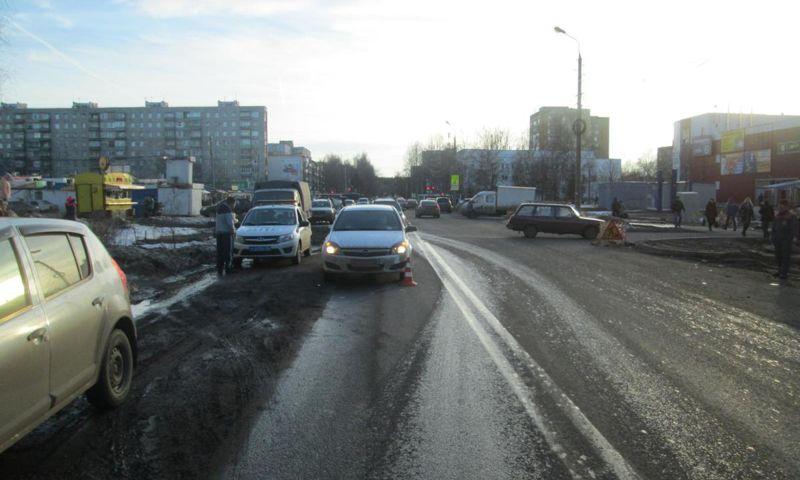 Восьмилетний мальчик попал под колеса иномарки в Заволжском районе