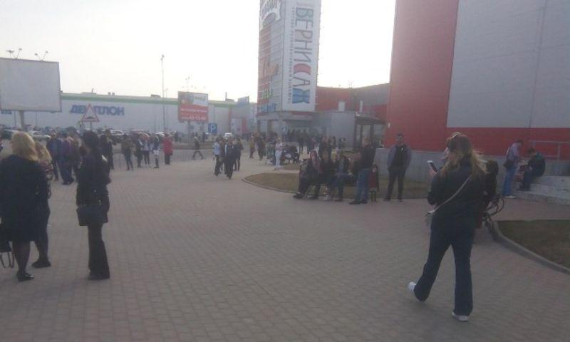Из-за пожара в ТЦ «Вернисаж» в Ярославле эвакуировали 800 человек