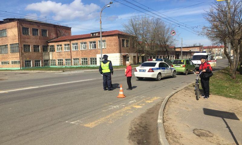 В Рыбинске женщина на иномарке сбила двух девочек на переходе