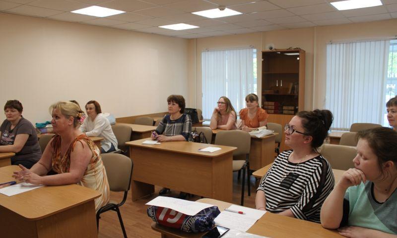 Регистраторы ярославских поликлиник прошли обучение бесконфликтному поведению
