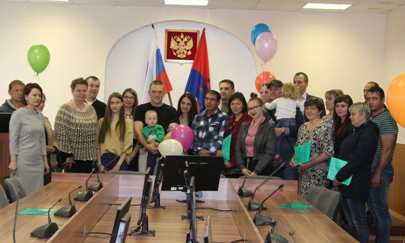 16 многодетных семей бесплатно получили земельные участки в Рыбинском районе