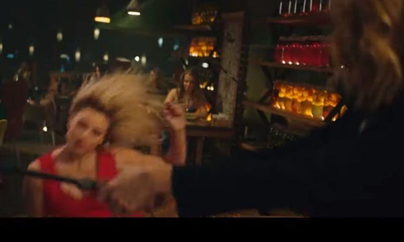 «Женщина, вы чего?»: Анна Михалкова устроила «массовую драку» в ярославском ресторане