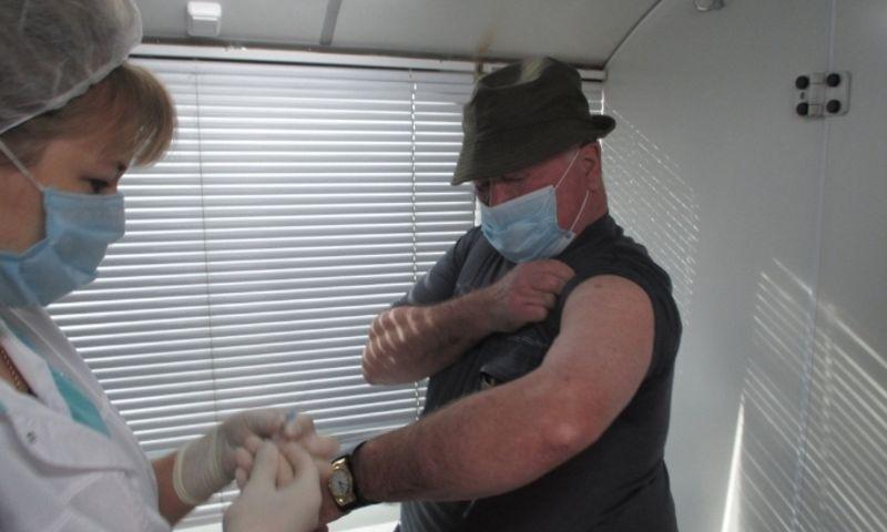 Более 400 жителей Пошехонского района сделали прививки против гриппа в мобильном пункте вакцинации