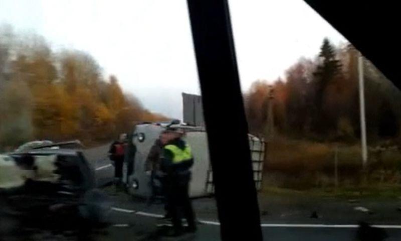 В Ярославской области на трассе М8 «буханка» перевернулась после столкновения с иномаркой