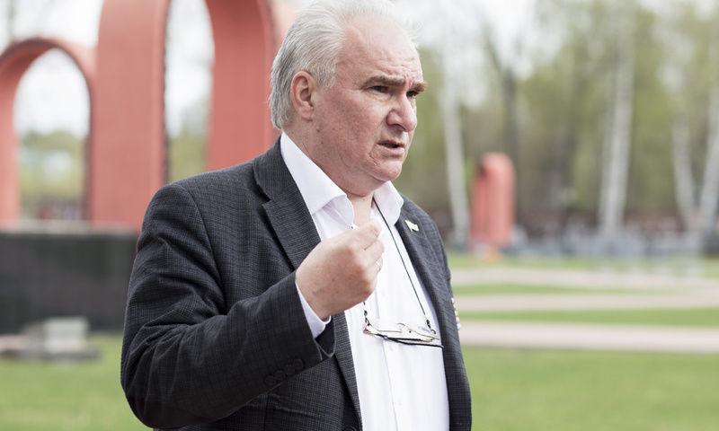 Игорь Ямщиков, руководитель ветеранской организации: «На памятниках солдатам вандалы простреливают звезды»