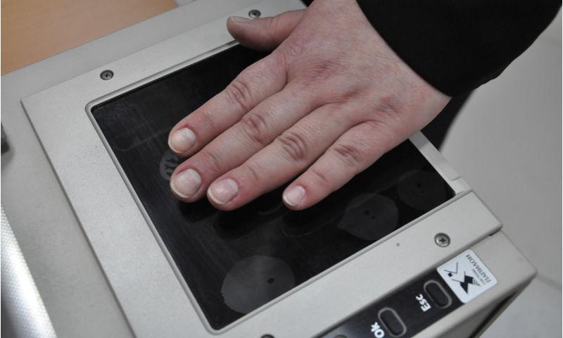 Ярославец вскрыл в магазине камеру хранения и украл вещи покупательницы