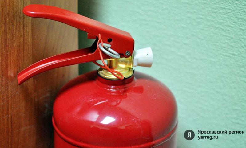 В Ярославле 14 пожарных тушили возгорание в жилом доме