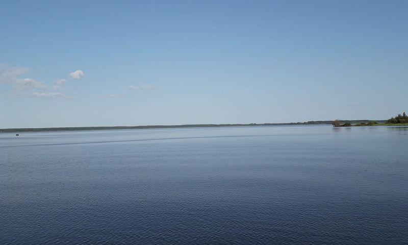 На Рыбинском водохранилище тонет сухогруз: розлива топлива нет