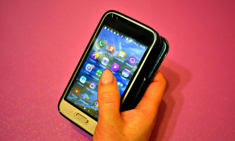 Жительнице Рыбинска вместо купленного в интернете смартфона прислали коробку с песком
