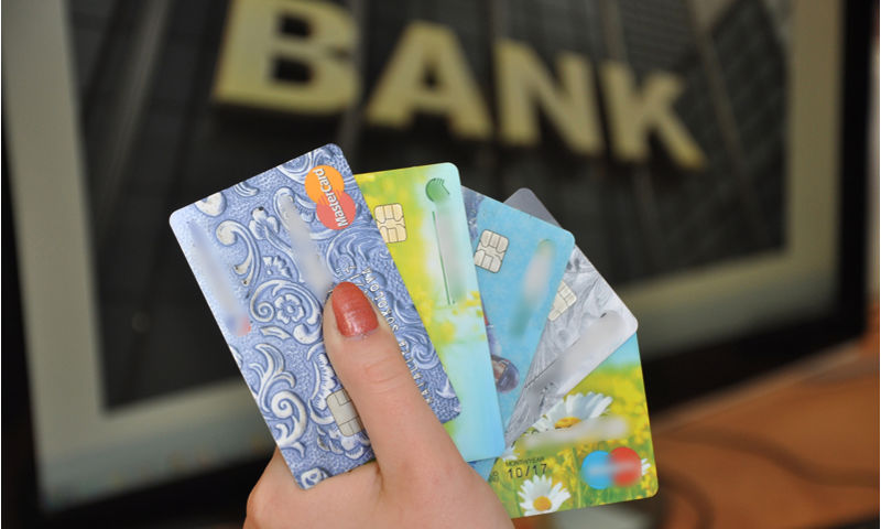 Избежать многократной переплаты. Эксперт о том, как не попасть на деньги, используя кредитную карту