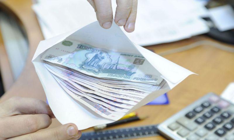 Взятку в 150 тысяч рублей попытался дать полицейскому предприниматель из Московской области