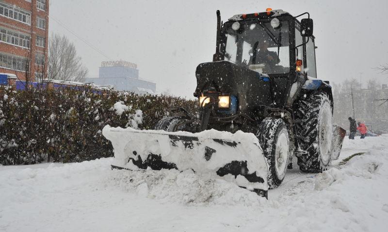Снегопад в Ярославле: водителей попросили воздержаться от дальних поездок