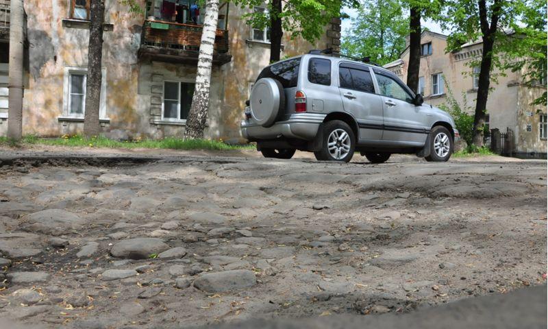 В Ярославле ремонтируют дороги в Брагине и за Волгой