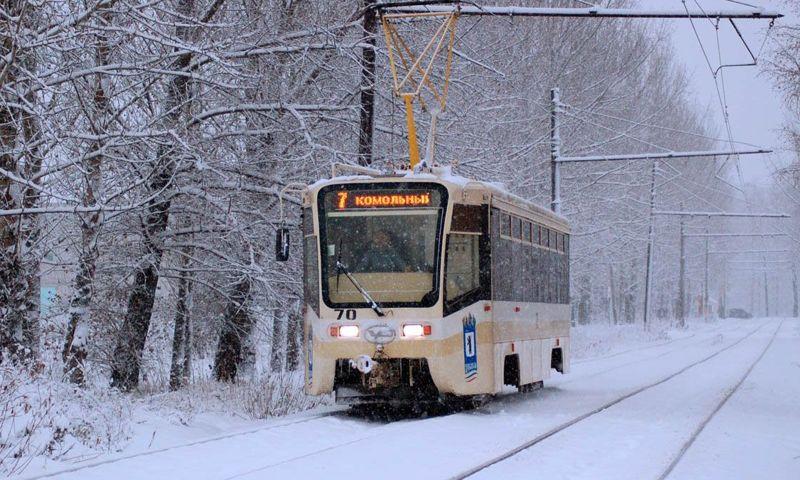 В Ярославле встали трамваи из-за застрявшей на рельсах маршрутки