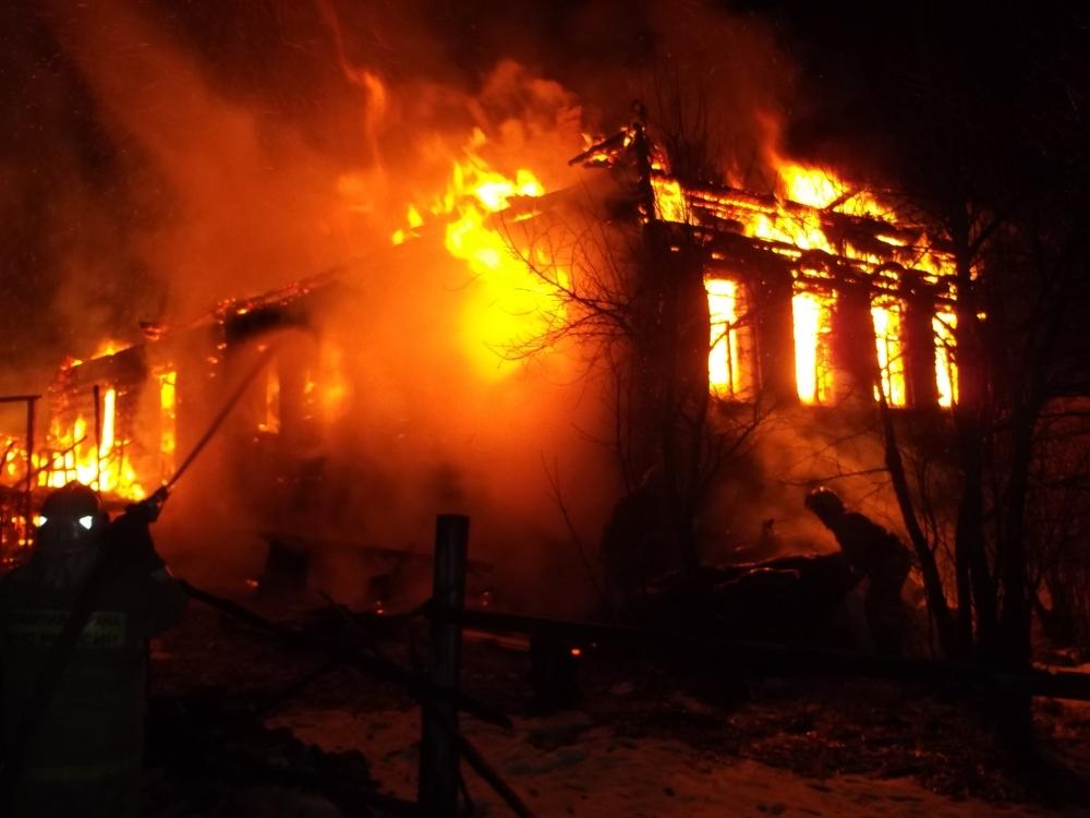 В Ярославской области сгорел частный дом: есть пострадавший