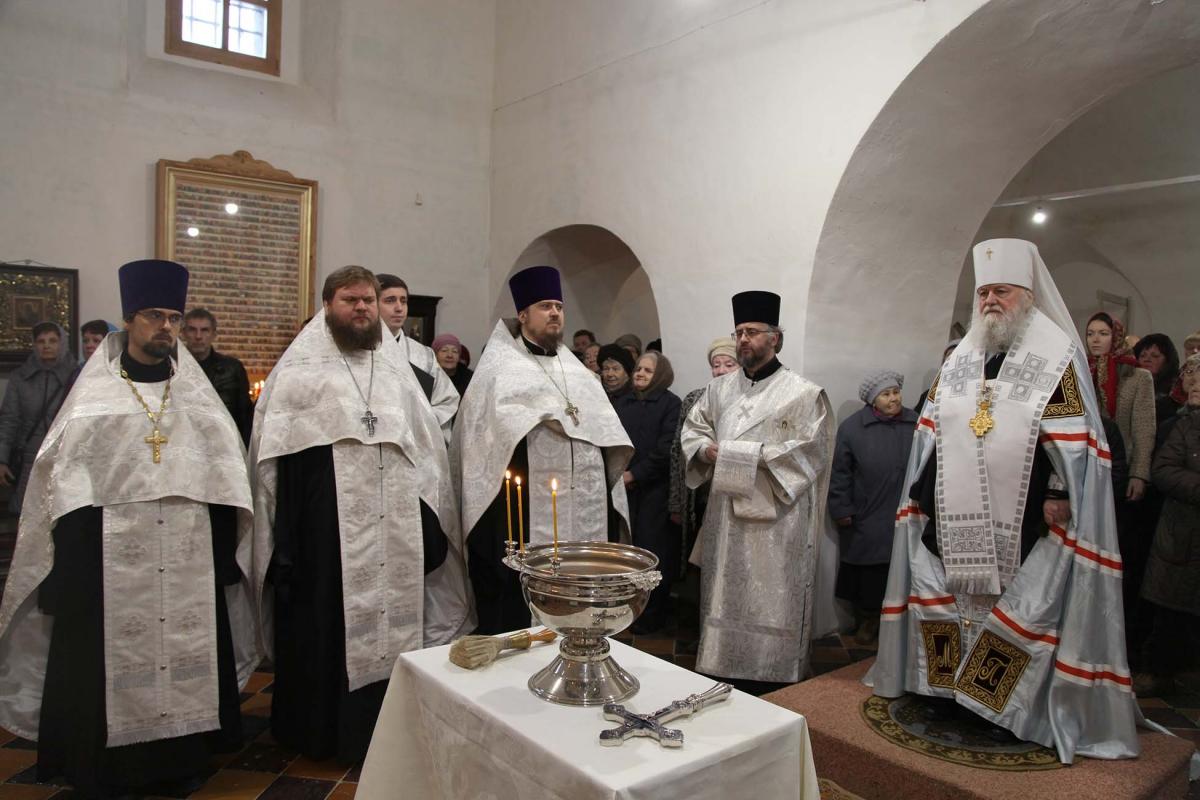 В Ярославле освятили храм, из которого выдворили лишенного сана священника