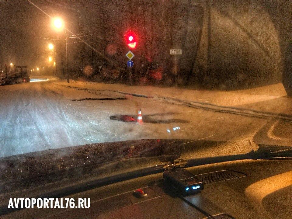 Залатанные ямы на ярославских дорогах пометили столбиками