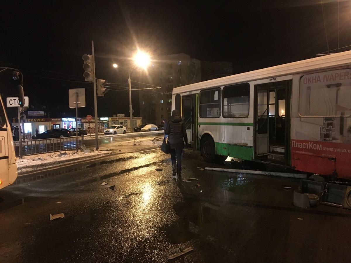 Водитель автобуса, попавшего в ДТП в Крестах, назвал причину произошедшего