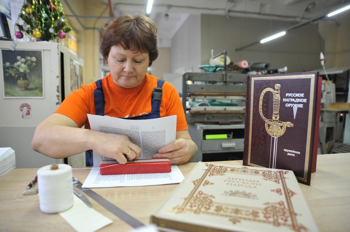 Фолианты с позолотой. В Ярославле возродили производство изделий из натуральной кожи