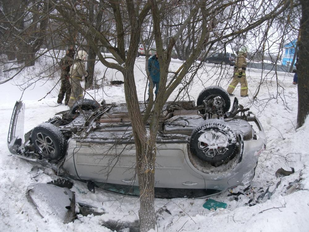 Смертельное ДТП: «Форд» сбил двух пешеходов и вылетел в кювет