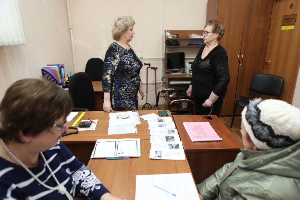 Социальные службы помогают жителям области взять напрокат средства реабилитации