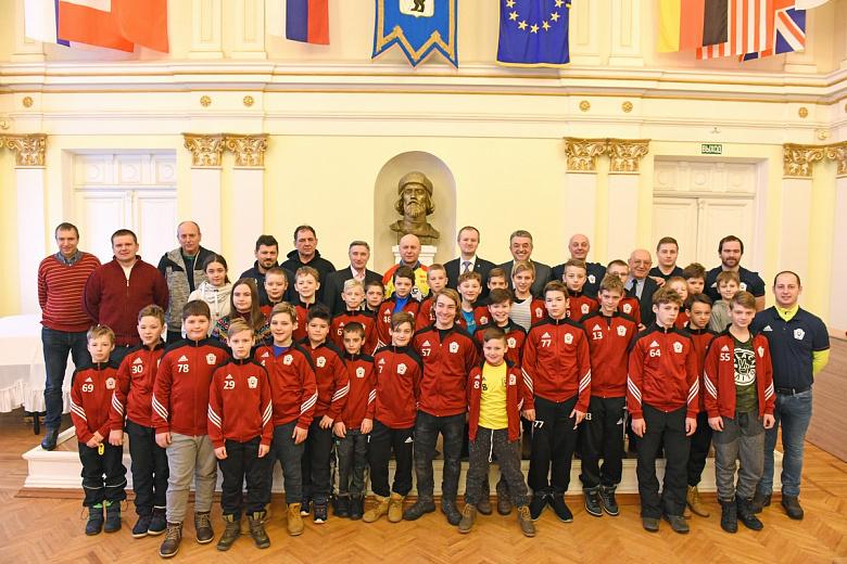 Ярославль посетили юные хоккеисты с родины погибшего капитана «Локомотива»