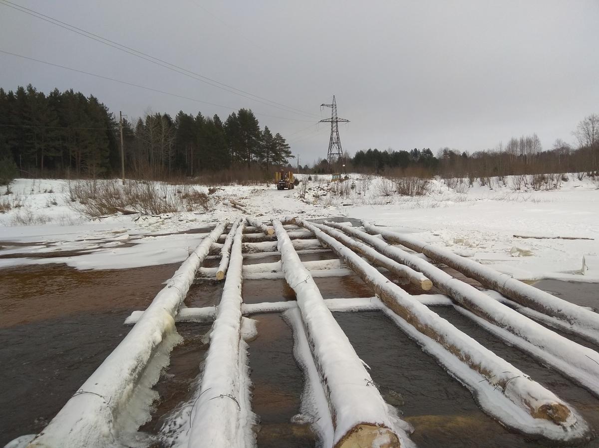 В Ярославской области люди пользуются опасной для жизни переправой