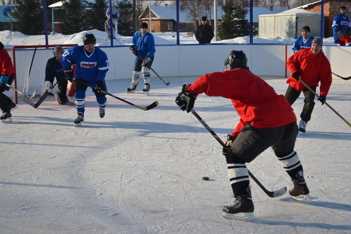 В поселке Волга открылся хоккейный корт, построенный в рамках губернаторского проекта «Решаем вместе!»