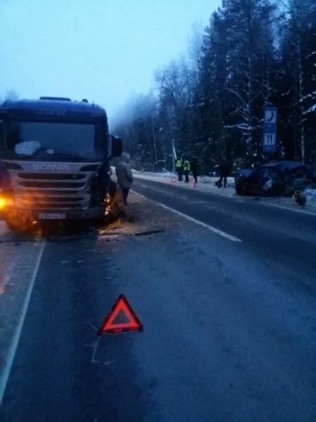 В Ярославской области легковушка столкнулась с фурой: погиб мужчина