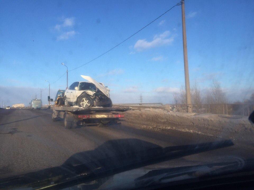 На окружной в Ярославле столкнулись сразу шесть машин: видео