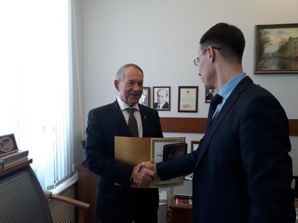 Президенту ЯГМУ вручен Почетный знак Алексея Петровича Мельгунова