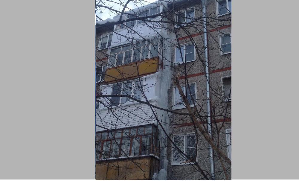 В мэрии пригрозили штрафовать управдомы на 150 тысяч рублей за несбитые сосульки
