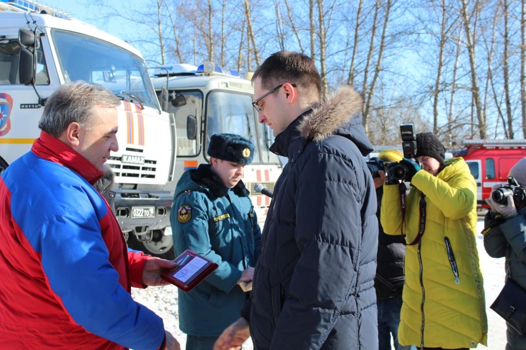 Глава МЧС наградил медалью зампредседателя правительства Ярославской области