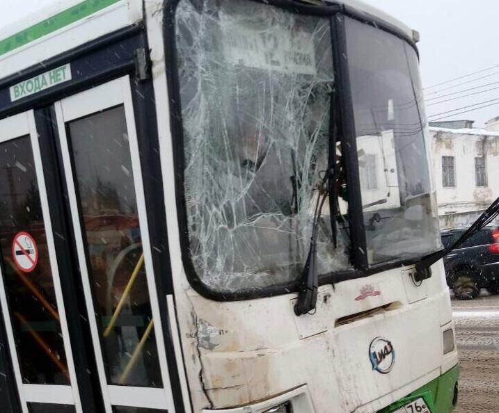 В Рыбинске столкнулись два рейсовых автобуса: пять пассажиров пострадали