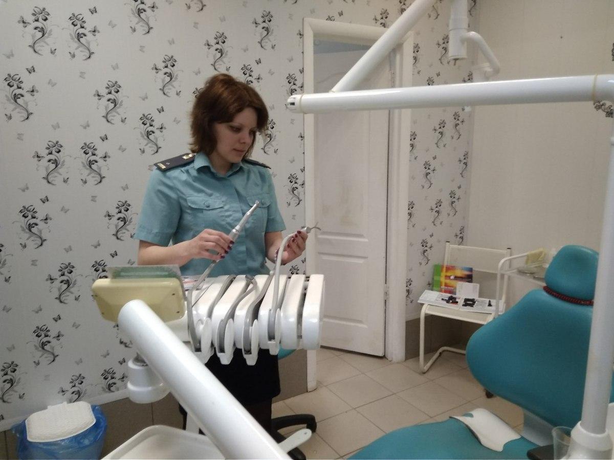 Нелегальный стоматолог в Ярославле лишилась оборудования за крупные долги