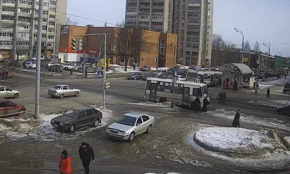 В центре Рыбинска маршрутка сбила пенсионерку