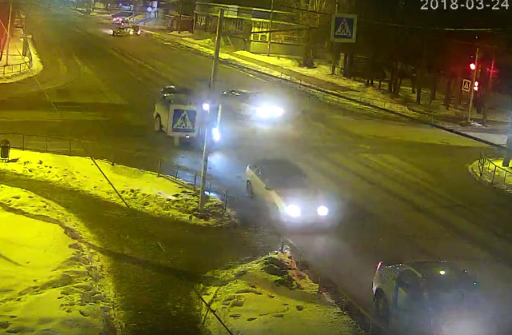 В Рыбинске ребенок погиб под колесами автомобиля: видео