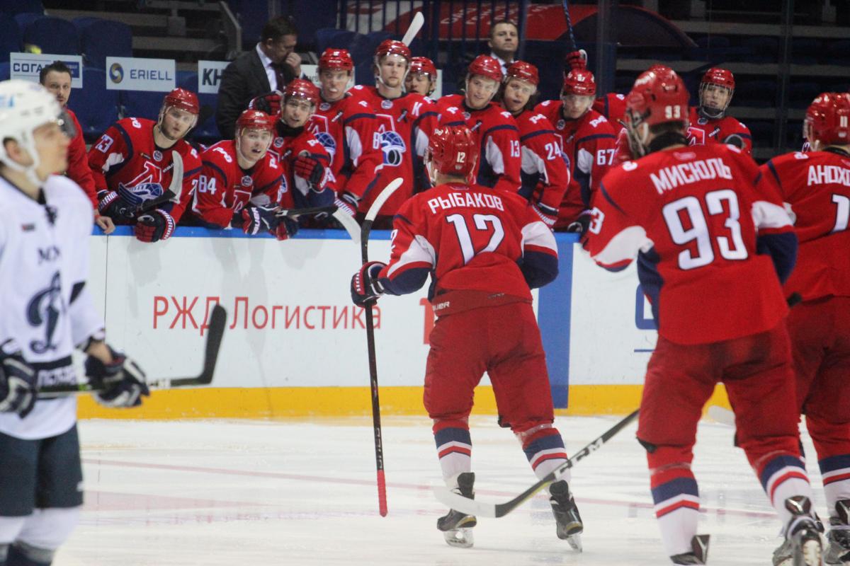 «Локо» обыграл «Динамо» в Санкт-Петербурге и повел в серии